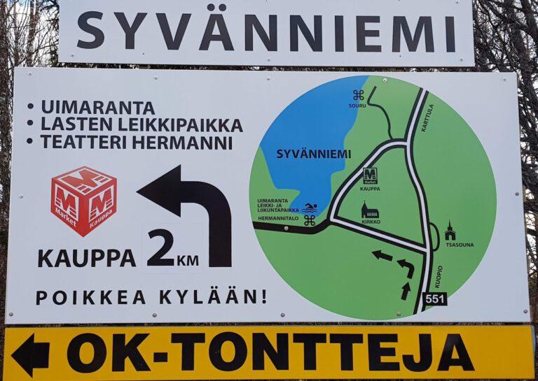 Karttulantien ja Kuttajärventien risteykseen ovat M-Market Keihäskoski, Syvänniemen Kyläyhdistys ja Teatteri Hermanni hankkineet uuden opastaulun kertomaan kylän palveluiden sijainnista.