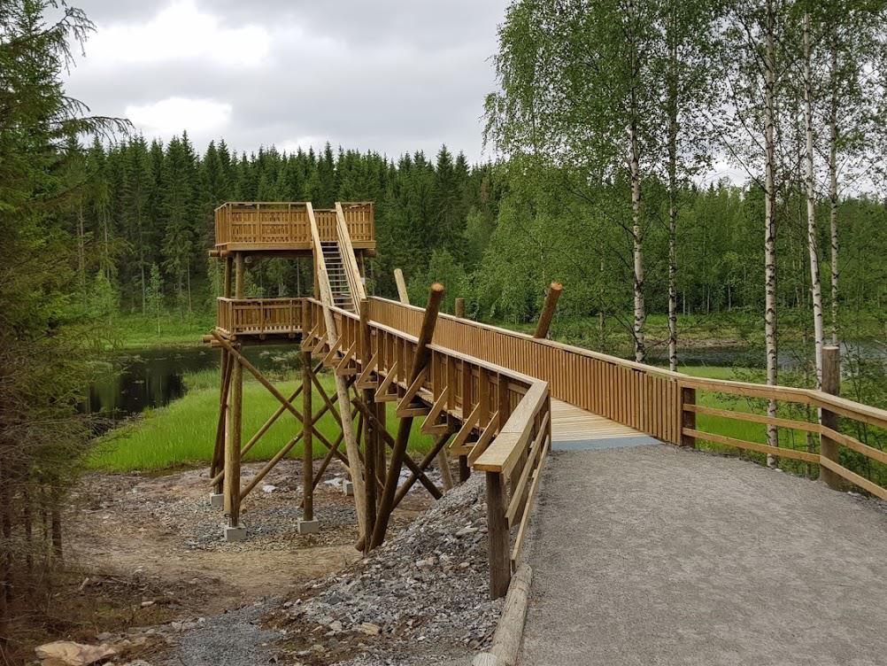 Keihäsjärven rantaan vihittiin käyttöön 15.9.2020 esteetön lintutorni